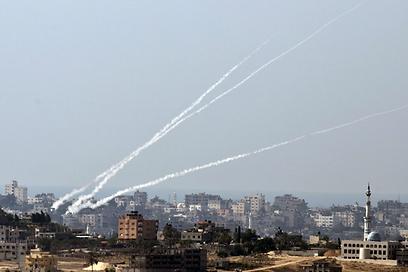 ממוצע של שלוש רקטות ביום (צילום: AFP)