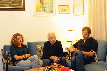 רחל רבין ונכדיה (צילום: אביהו שפירא)