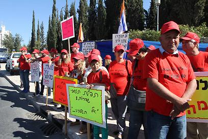 המאבק הצליח. הפגנת עובדי שדרות בירושלים, הבוקר (צילום: גיל יוחנן )