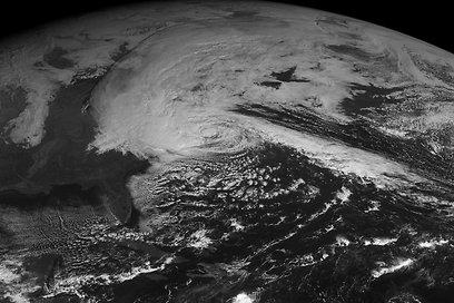 כך נראית הסופה מהלוויין (צילום: AP)