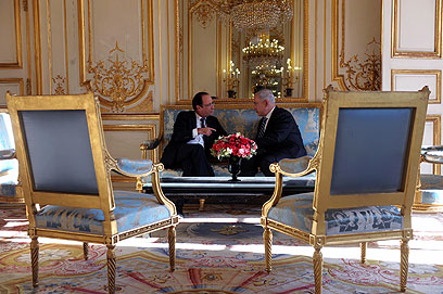 Netanyahu and Hollande in Paris (Photo: Avi Ohayon, GPO)