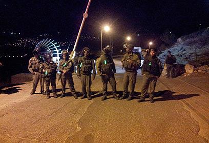 """כוחות צה""""ל סמוך להתנחלות (צילום: אלחנן גרונר, הקול היהודי)"""