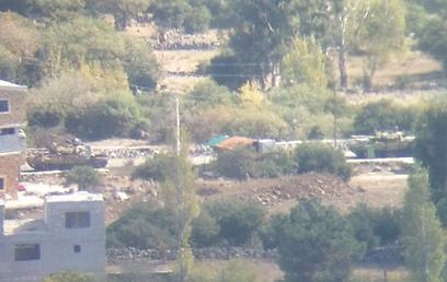 טנק סורי כפי שנראה באזור הגבול. נשלח באימייל האדום  (צילום: גבע ברעם)