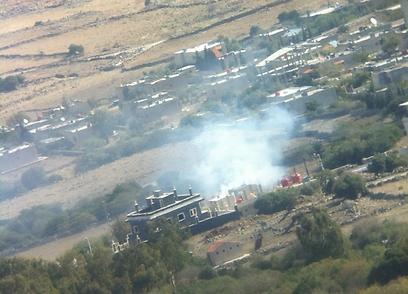 סימני עשן באזור הגבול  (צילום: גבע ברעם)