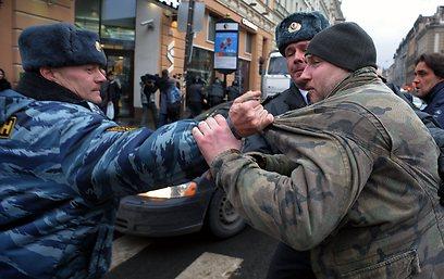 במוסקבה נעצרו 25 איש, עוד 180 נעצרו בהפגנות בשאר המדינה      (צילום: AFP)
