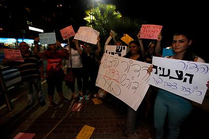 מפגינים למען ניצולי שואה (ארכיון) (צילום: אמיר לוי)
