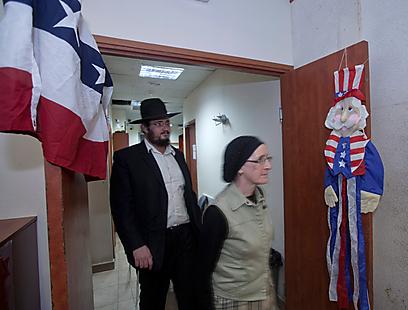 """ישראלים אזרחי ארה""""ב מגיעים להצביע בירושלים (צילום: EPA)"""