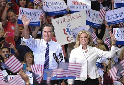הזוג רומני בעצרת בווירג'יניה (צילום: AFP)