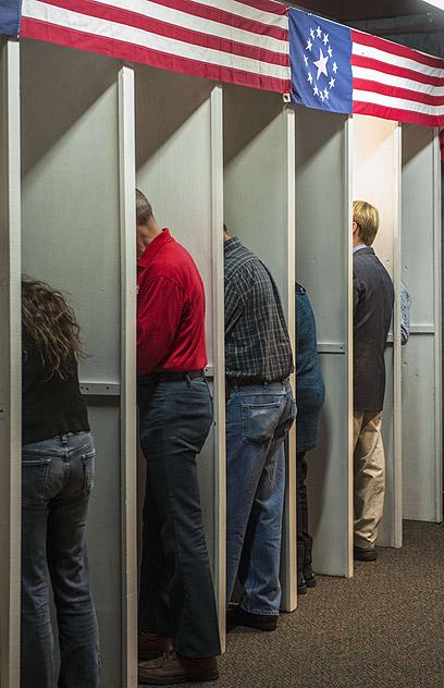 הקלפי הראשונה בניו המפשייר (צילום: AFP)