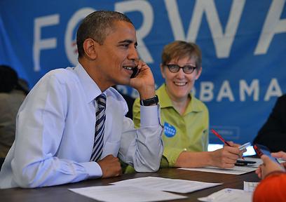 """אובמה מודה למתנדבים. """"לא משנה מה יהיה, אני מעריך את זה"""" (צילום: AFP)"""