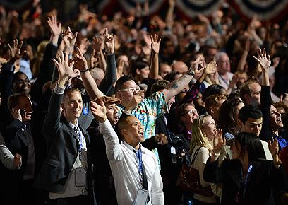 חגיגות הניצחון. תומכי אובמה במטה הנשיא בשיקגו (צילום: AFP)