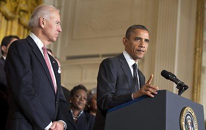 אובמה וסגנו ג'ו ביידן בבית הלבן (צילום: EPA)