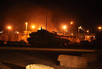 """טנק של צה""""ל במעבר קרני (צילום: זאב טרכטמן)"""