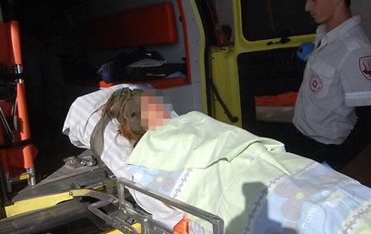 אחת הפצועות הועברה לבית החולים סורוקה (צילום: הרצל יוסף)