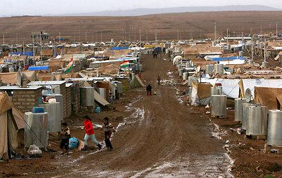 מחנה פליטים עבור עקורים סורים (צילום: AFP)