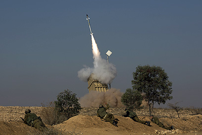 """""""כיפת ברזל"""" בפעולה, הבוקר (צילום: AFP)"""