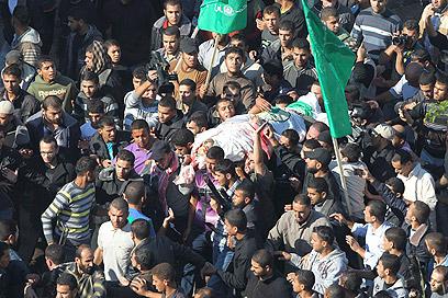 הלווייתו של אחמד ג'עברי בעזה (צילום: רויטרס)