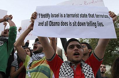 """""""אני מעיד שישראל היא מדינת טרור וכל מה שאובמה עושה זה לשבת ולשקר"""". ביירות (צילום: AFP)"""