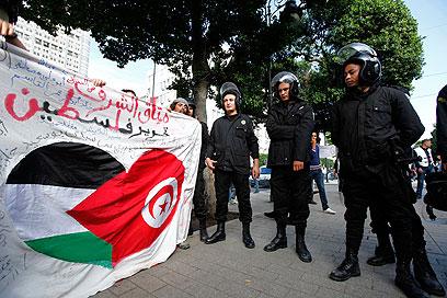 הפגנה בתוניס (צילום: רויטרס)