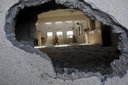 פגיעה במסגד בבית חנון (צילום: AP)