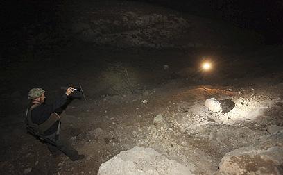סריקות כוחות הביטחון באזור נפילת הרקטה בגוש עציון (צילום: גיל יוחנן)
