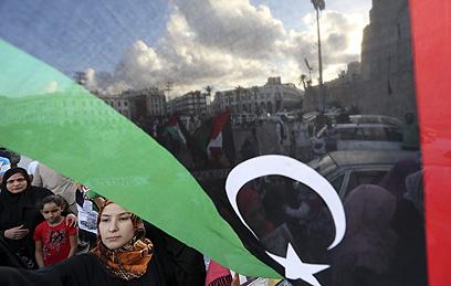 מפגינים בטריפולי שבלוב (צילום: AFP)