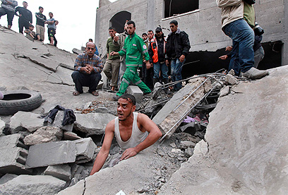 הרס ברחובות עזה (צילום: רויטרס)