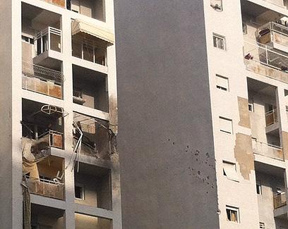הבניין שנפגע באשדוד (צילום: רון בנישו)