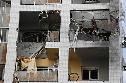 בניין שנפגע באשדוד (צילום: רויטרס)