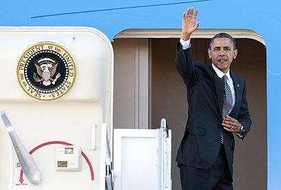 אובמה ממריא לאסיה. יקבל תדרוכים (צילום: AP)