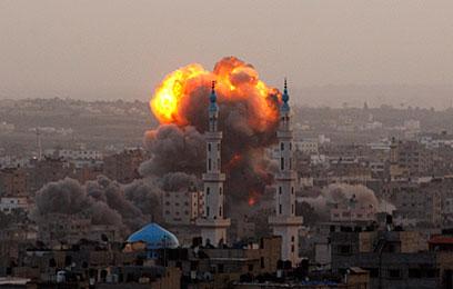 הפצצה ישראלית בעזה (צילום: AP)