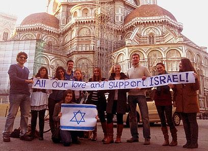 וגם סטודנטים בפירנצה מביעים תמיכה במבצע (צילום: אליקו לוי)