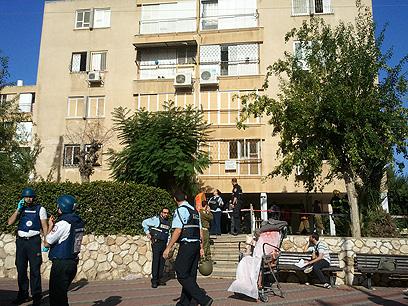 הבניין שנפגע באשקלון (צילום: עידו ארז)