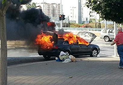הרכב עולה באש (דוברות הצלה גוש דן)