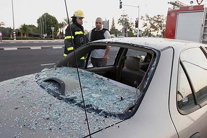 המכונית שנפגעה באופקים (צילום: אליעד לוי)