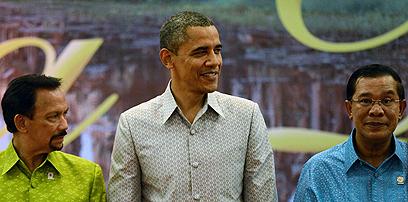 אובמה בקמבודיה. טלפונים ישירים למזרח התיכון (צילום: AFP)