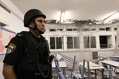 הרס מכל עבר בחדר שבו לומדים כל יום ילדים (צילום: עידו ארז)