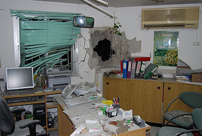 בית שנפגע מרקטה במועצת אשכול (צילום: זאב טרכטמן)