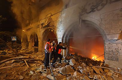 הבנק הלאומי בעזה. הופגז בתקיפת חיל האוויר (צילום: AFP)