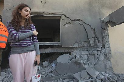 """""""אין תחושה של בית"""". לוטם חכמון סמוך לבית שהופצץ (צילום: גיל יוחנן)"""