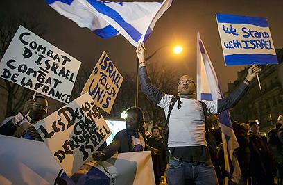 """""""המלחמה של ישראל = המלחמה של צרפת"""". פריז (צילום: EPA)"""
