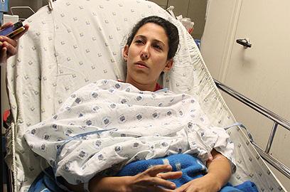 אלינור למפל בבית החולים (צילום: דנה קופל)