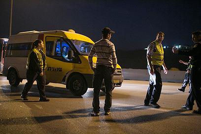 מחסומים שהוצבו לאחר הפיגוע באזור ירושלים בניסיון ללכוד את המחבל (צילום: אוהד צויגנברג)