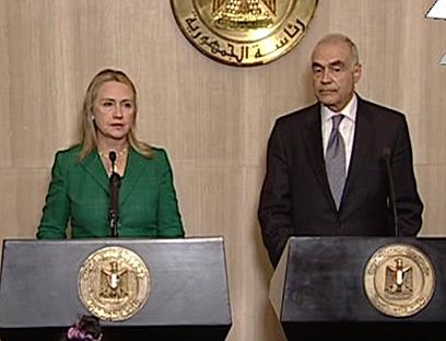 קלינטון ושר החוץ המצרי הערב (צילום: AP)