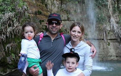 שבע חסימות מעיים. אמור ומשפחתה לפני פרוץ המחלה