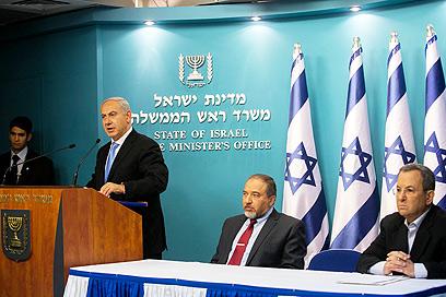 לישראל תרומה משמעותית להצלחת מורסי. נתניהו, ליברמן וברק (צילום: אוהד צויגנברג)