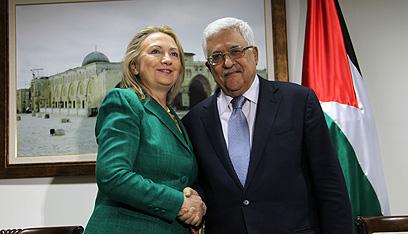 עם מזכירת המדינה, אתמול  (צילום: AFP)