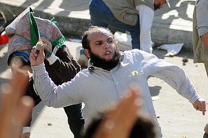 התפרעויות גם בערים אחרות. בירת מצרים, היום (צילום: AFP)