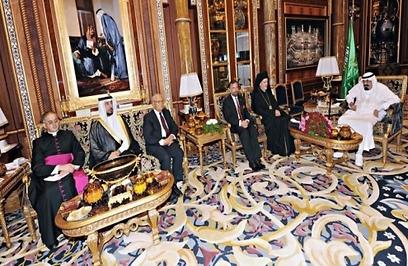תקווה שהיוזמה תוביל לשינויים למען חופש הדת והזכויות בסעודיה. הרב רוזן עם המלך עבדאללה ונציגים דתיים נוספים