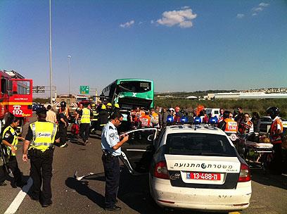 האוטובוס שנפגע בתאונה (צילום: באדיבות אגף התנועה)